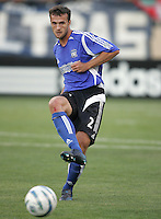 4 June 2005: Eddie Robinson of Earthquakes in action against DC United at Spartan Stadium in San Jose, California.  Earthquakes tied DC United, 0-0.  Credit: Michael Pimentel / ISI