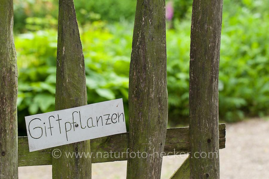 """Eingang zu einem Giftpflanzen-Garten, Schild """"Giftpflanzen"""", Pforte, poisonous plants"""