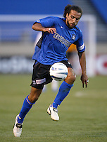 22 May 2004: Earthquakes Dwayne De Rosario in action against Los Angeles Galaxy at Spartan Stadium in San Jose, California.   Earthquakes defeated Galaxy 4-2. Mandatory Credit: Michael Pimentel / ISI