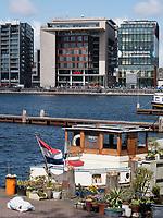 Bibliothek Centrale OBA und Conervatorium vam Amsterdam am Oosterdok Hafen, Amsterdam, Provinz Nordholland, Niederlande<br /> Central Library OBA and Conservatory at Oosterdok harbour, Amsterdam, Province North Holland, Netherlands
