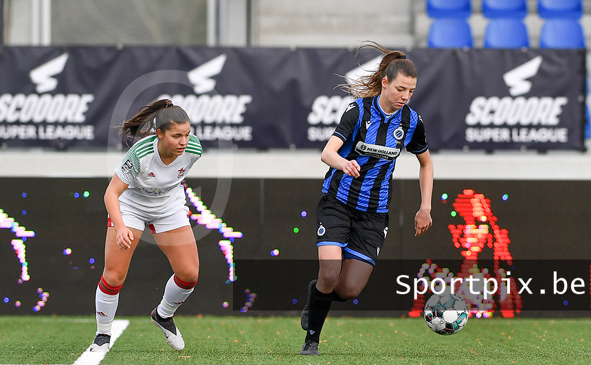 OHL's Luna Vanzeir pictured watching Nicky Van Den Abbeele (28 Brugge) during a female soccer game between Club Brugge Dames YLA and Oud Heverlee Leuven on the 8 th matchday of the 2020 - 2021 season of Belgian Scooore Womens Super League , saturday 21 th November 2020  in Knokke , Belgium . PHOTO SPORTPIX.BE | SPP | DAVID CATRY