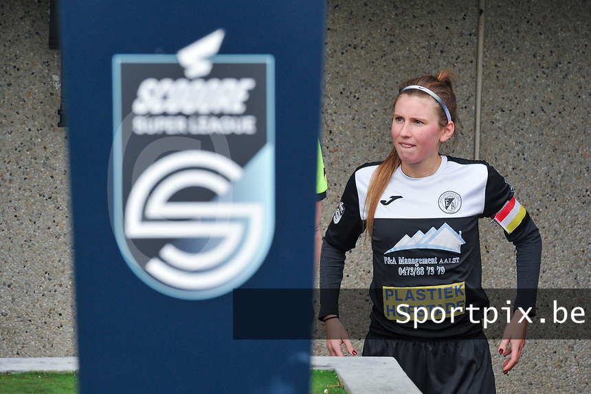Chloe Van Mingeroet (17) of Eendracht Aalst pictured before a female soccer game between Eendracht Aalst and OHL on the 13 th matchday of the 2020 - 2021 season of Belgian Scooore Womens Super League , Saturday 6 th of February 2021  in Aalst , Belgium . PHOTO SPORTPIX.BE | SPP | STIJN AUDOOREN