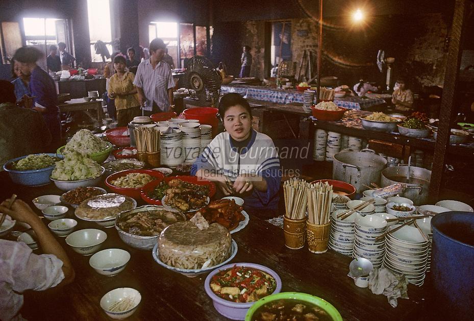 Asie/Vietnam/Hanoi: le marché - dans un restaurant de rue