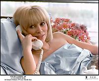Prod DB © Gaumont / DR<br /> LE TELEPHONE ROSE (LE TELEPHONE ROSE) de Edouard Molinaro 1975 FRA<br /> avec Mireille Darc<br /> lit, scenario de Francis Veber