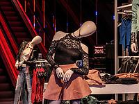 Modegeschäft, Avenue de la Gare, Luxemburg-City, Luxemburg, Europa<br /> Fashion shop  Avenue de la Gare,  Luxembourg City, Europe