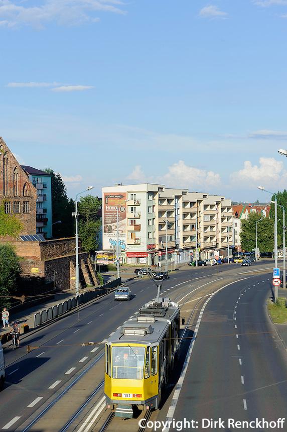 Straßenbahn auf der Wyszynskiego-Straße in Stettin (Szczecin), Woiwodschaft Westpommern (Województwo zachodniopomorskie), Polen, Europa<br /> streetcar on Wyszynskiego steet in Szczecin, Poland, Europe