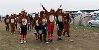 With Full Force XVIII.Das With Full Force (kurz WFF) ist eines der größten Musikfestivals für Metal, Hardcore und Punk in Deutschland. Jährlich lockt es am ersten  Juliwochenende um die 30.000 Metal- und Hardcore-Fans auf den Segelflugplatz Roitzschjora bei Löbnitz statt. In diesem Jahr hat es das Wetter nicht gut gemeint. Dauerregen und 15 Grad bestimmten den kompletten Samstag. Regenjacken, bunte Gummistiefel und Regenschirme wohin das Auge blickte. Trotzdem: Auf zwei Bühnen rockten am zweiten Festivaltag unter anderem Terror, Satyricon, Cavalera Conspiracy, Hatebreed, Die Kassierer, Blood For Blood, Knorkator und Mad Sin das Publikum..Im Bild: Zeltplatzimpressionen..Foto: Karoline Maria Keybe