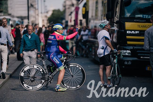 colourful fan at the start<br /> <br /> Stage 8: London to London (77km)<br /> 15th Ovo Energy Tour of Britain 2018
