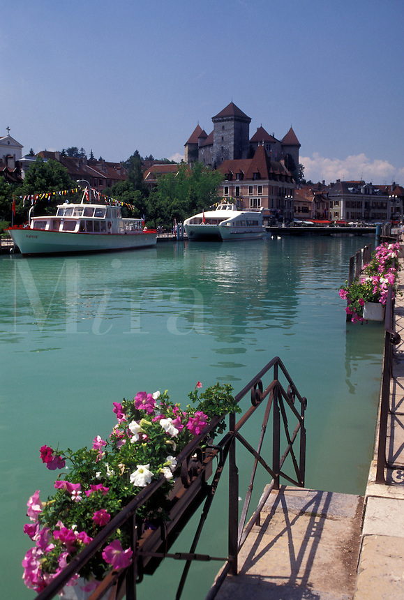 France, Annecy, Haute-Savoie, Rhone-Alpes, Europe, Excursion boats docked along the Thiou canal decorated with flowers on scenic Lake Annecy (Lac d' Annecy) in Annecy.