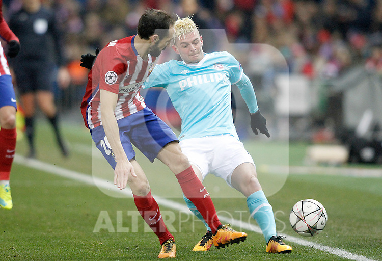 Atletico de Madrid's Juanfran Torres (l) and PSV Eindhoven's Maxime Lestienne during UEFA Champions League match. March 15,2016. (ALTERPHOTOS/Acero)