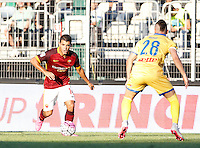 Calcio, Serie A: Frosinone vs Roma. Frosinone, stadio Comunale, 12 settembre 2015.<br /> Roma's Iago Falque, left, is challenged by Frosinone's Aleandro Rosi during the Italian Serie A football match between Frosinone and Roma at Frosinone Comunale stadium, 12 September 2015.<br /> UPDATE IMAGES PRESS/Isabella Bonotto