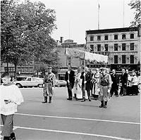 1965 06 REL - Procession Zouaves Pontificaux