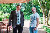 Heinz Rinas, Geschäftsführer bei den städtischen Seniorendiensten in Mülheim an der Ruhr, mit Hunor Szász, einem seinen rumänischen Mitarbeiter.