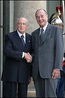 JACQUES CHIRAC RENCONTRE LE PRESIDENT ITALIEN GIORGIO NAPOLITANO AU PALAIS DE L' ELYSEE. #