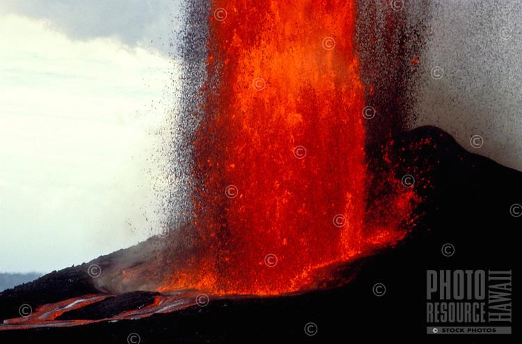 Fountaining eruption at Puu Oo vent, Big Island