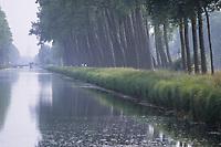 Europe/Belgique/Flandre/Flandre Occidentale/Bruges : Canal Napoléon (créé en 1812) sur la route de Damme
