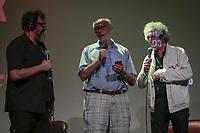 Sao Paulo (SP), 14/03/2020 - Bob Gruen - Bate-papo com o fotografo Bob Gruen e com Luiz Thunderbird, na tarde deste sabado (14), no Auditorio do MIS, zona sul da capital paulista, onde aconteceu o lancamento do catalogo da exposicao John Lennon em Nova York por Bob Gruen seguido da sessao de autografos. A exposicao fica em cartaz entre os dias 13 de marco e 7 de junho, e acontece pela primeira vez no pais. O MIS funciona de terca a sabado, e a entrada e gratuita as tercas e para criancas ate cinco anos. O vereador Eduardo Suplicy, amigo pessoal do fotografo, participou do final do bate-papo, cantando meusicas de Bob Dylan e John Lennon. (Foto: Ale Frata/Codigo 19/Codigo 19)