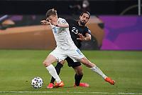 Alsons Sampsted (Island Iceland) gegen Emre Can (Deutschland Germany) Zweikampf - 25.03.2021: WM-Qualifikationsspiel Deutschland gegen Island, Schauinsland Arena Duisburg