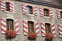 Europe/Suisse/Jura Suisse/ Neuchatel: Château de Neuchâtel -détail des  fenêtres
