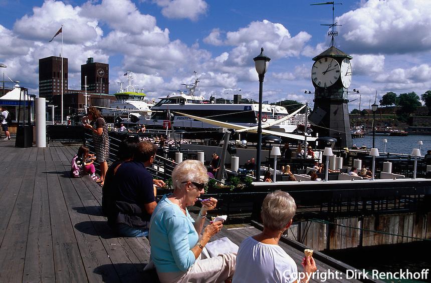 Zentrum Aker Brygge, auf der Promenade, Oslo, Norwegen