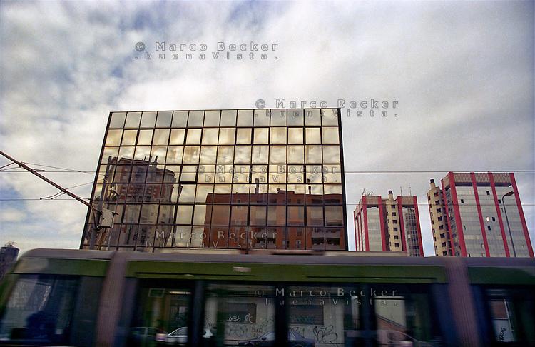 milano, quartiere lorenteggio. periferia ovest. tram e palazzi per uffici --- milan, lorenteggio district, west periphery. tram and office buildings