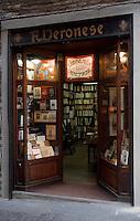 "Europe/Italie/Emilie-Romagne/Bologne : Librairie ""Veronese"" via Marchesana"