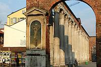 - antiche colonne romane di S.Lorenzo....- ancient roman columns of S.Lorenzo....