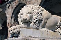Italien, Umbrien, Löwe vor Palazzo Comunale in Norcia