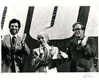 l'ancien chef de l'union National, Rodrigue Biron et Rene Levesque<br /> durant la campagne referendaire de 1980,date exacte inconnue.<br /> <br /> Le referendum  a  eu lieu le 20 mai 1980 <br /> <br /> <br /> PHOTO :  Agence Quebec Presse
