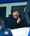 Nederland, Zwolle, 18 oktober 2015<br /> Eredivisie<br /> Seizoen 2015-2016<br /> PEC Zwolle-Vitesse<br /> Peter Bosz, trainer-coach van Vitesse zit met een ijsmuts op zijn hoofd op de tribune.