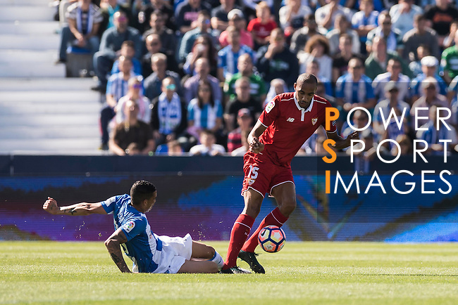 N'Zonzi of Sevilla FC fights for the ball with Luciano Neves of Deportivo Leganes during their La Liga match between Deportivo Leganes and Sevilla FC at the Butarque Municipal Stadium on 15 October 2016 in Madrid, Spain. Photo by Diego Gonzalez Souto / Power Sport Images