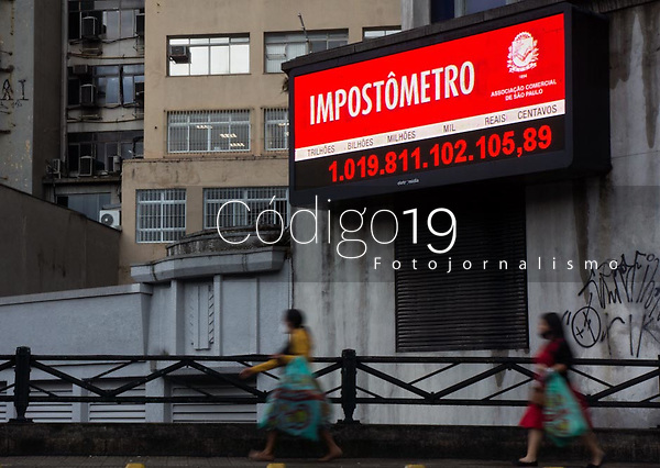 SÃO PAULO, SP, 22.05.2021 : Impostometro - SP . Vista do Impostometro que mostra a quantidade paga em tributos pelos brasileiros no ano de 2021 que chegou a marca de R$  1 trilhão de reais na manhã desta sábado (22) . O Impostometro fica na região central da cidade de São Paulo .