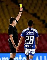 BOGOTA-COLOMBIA, 17-10-2020: Ricardo Garcia, arbitro muestra tarjeta amarilla a Maicol Medina (Fuera de Cuadro)  de Patriotas Boyaca F. C., durante partido entre Millonarios y Patriotas Boyaca F. C. de la fecha 15 por la Liga BetPlay DIMAYOR 2020 jugado en el estadio Nemesio Camacho El Campin de la ciudad de Bogota. / Ricardo Garcia, referee shows yellow card to Maicol Medina (Out of Pic) of Patriotas Boyaca F. C., during a match between Millonarios and Patriotas Boyaca F. C. of the 15th date for the BetPlay DIMAYOR League 2020 played at the Nemesio Camacho El Campin Stadium in Bogota city. / Photo: VizzorImage / Luis Ramirez / Staff.