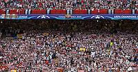 Calcio, finale di Champions League: Real Madrid vs Atletico Madrid. Stadio San Siro, Milano, 28 maggio 2016.<br /> Atletico Madrid fans prepare for the Champions League final match between Real Madrid and Atletico Madrid, at Milan's San Siro stadium, 28 May 2016.<br /> UPDATE IMAGES PRESS/Isabella Bonotto