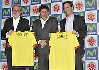 BOGOTA - COLOMBIA - 13-04-2015: Luis Bedoya (Cent.) Presidente de la Federacion Colombiana de Futbol (FCF),  Ariel Ponton (Izq.) CEO de Movistar Colombia y Alfonso Gomez (Der.) Presidente Ejecutivo  de Telefonica Colombia, durante la renovación del patrocinio de Movistar como socio oficial de la Selección Colombia de Futbol. / Luis Bedoya (C) President of the Colombian Football Federation (FCF),  Ariel Ponton (L) CEO of Movistar Colombia and Alfonso Gomez (R) Executive Chairman of Telefónica Colombia (R), during the renewal of Movistar as sponsorship as official partner of Colombia Soccer Team.  / Photo: VizzorImage / Luis Ramirez / Staff.