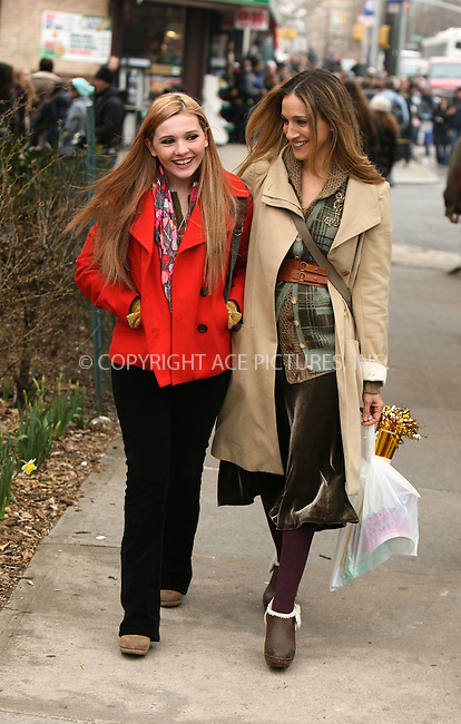 WWW.ACEPIXS.COM . . . . .  ....April 6 2011, New York City....Actresses Abigail Breslin and Sarah Jessica Parker on the Queens set of the new movie 'New Years Eve' on April 6 2011 in New York City....Please byline: PHILIP VAUGHAN - ACE PICTURES.... *** ***..Ace Pictures, Inc:  ..Philip Vaughan (212) 243-8787 or (646) 679 0430..e-mail: info@acepixs.com..web: http://www.acepixs.com