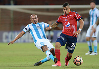 MEDELLÍN - COLOMBIA, 27-07-2017: Leonardo Castro (Der) jugador de Independiente Medellin de Colombia disputa el balón con Edigio Arevalo Rios (Izq) jugador de Racing Club de Argentina, durante partido por la segunda fase, llave 1, de la Copa CONMEBOL Sudamericana 2017  jugado en el estadio Atanasio Girardot de la ciudad de Medellín. / Leonardo Castro (R) player of Independiente Medellin of Colombia fights for the ball with Edigio Arevalo Rios (L) player of Racing Club of Argentina during the match for the second phase, key 1, of the Copa CONMEBOL Sudamericana 2017  played at Atanasio Girardot stadium in Medellin city. Photo: VizzorImage/ León Monsalve /