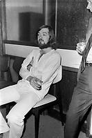 """""""Au vieux bardeau"""" - Marc Hamilton<br />  Vers 1970<br /> <br /> Photographe : Jacques Thibault<br /> - Agence Quebec Presse"""