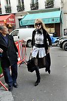 Arielle DOMBASLE devant les studios de la radio RTL - 22/11/2017 - Paris - France