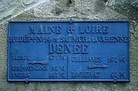 Europe/France/Pays de la Loire/Maine-et-Loire/Env de Denée : Ancienne plaque de route départementale sur la corniche angevine