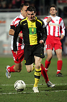Alexander Frei (Borussia Dortmund) setzt sich durch gegen Nikolce Noveski (FSV Mainz 05)