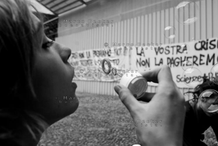 milano, incontro all'accademia di brera tra i portavoce di diverse facoltà universitarie per discutere le modalità di protesta contro la riforma dell'istruzione --- milan, meeting at the Brera academy of fine art between spokemen from different faculties in order to discuss the protests modality against the school reform