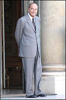 LE PRESIDENT JACQUES CHIRAC RECOIT MORITZ LEUENBERGER, PRESIDENT DE LA CONFEDERATION SUISSE, POUR UN ENTRETIEN A L' ELYSEE. #