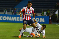 BARRANQUIILLA - COLOMBIA, 24-07-2018: James Sanchez Altamiranda (Izq) del Atlético Junior de Colombia disputa el balón con Gonzalo Di Renzo (Der) jugador de Lanús de Argentina durante partido de la segunda fase, llave 13, por la Copa CONMEBOL Sudamericana 2018 jugado en el estadio Metropolitano Roberto Meléndez de la ciudad de Barranquilla. / James Sanchez Altamiranda (L) player of Atlético Junior of Colombia struggles the ball with Gonzalo Di Renzo (R) player of Lanus of Argentina during match of the second phase, key 13, for the Copa CONMEBOL Sudamericana 2018played at Metropolitano Roberto Melendez stadium in Barranquilla city.  Photo: VizzorImage / Alfonso Cervantes / Cont