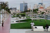 ANGOLA Luanda, sea promenade, due to revenues from oil and diamond exports a construction boom is seen everwhere and the real estate prices are extremely high /ANGOLA Luanda , Promenade am Meer, durch Einnahmen aus Oel und Diamanten Exporten gibt es einen gigantischen Bauboom und Luanda rangiert als einer der teuersten Immobilienplaetze weltweit