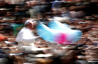 Papa Francesco saluta i fedeli al termine della Messa di Pasqua, in Piazza San Pietro, Citta' del Vaticano, 31 marzo 2013..Pope Francis waves to faithful at the end of the Easter Mass in St. Peter's square, Vatican, 31 March 2013..UPDATE IMAGES PRESS/Riccardo De Luca..STRICTLY ONLY FOR EDITORIAL USE
