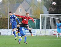 Sint Eloois Winkel Sport - FC Knokke :<br /> Sven De Rechter (R) wint een luchtduel van Ruben Vanraefelghem (L)<br /> <br /> Foto VDB / Bart Vandenbroucke