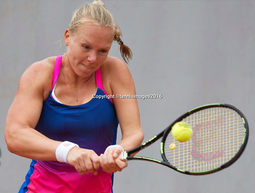 Paris, France, 01 June, 2016, Tennis, Roland Garros, Kiki Bertens (NED) in action during her round of 16 women's singles match against Madison Keys (USA)<br /> Photo: Henk Koster/tennisimages.com