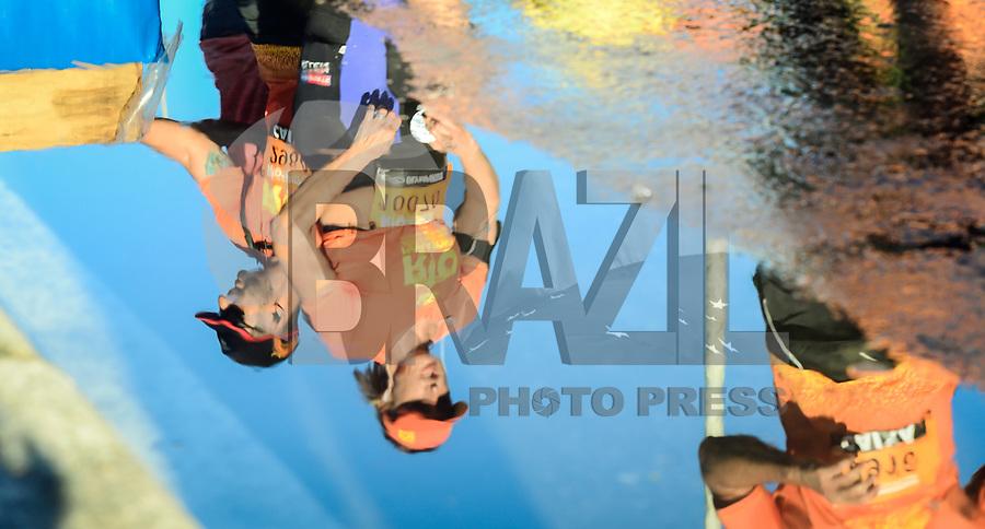 RIO DE JANEIRO, RJ, 18.06.2017 - MARATONA-RJ - Movimentação de participantes antes da largada da Maratona Internacional do Rio de Janeiro, na Praça Tim Maia no Recreio dos Bandeirantes, na manhã deste domingo, 18. (Foto: Jayson Braga / Brazil Photo Press)