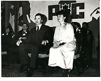 Joe Clark et son epouse Maureen McTeer, le 18 fevrier 1979, au Reine-Elizabeth<br /> <br /> <br /> PHOTO :  John Raudsepp - Agence Quebec presse